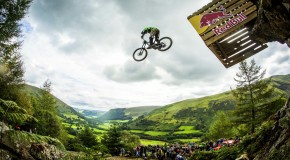 Hardcore Downhill MTB Racing – Red Bull Hardline 2015